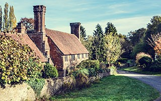 pagepic_thatched-cottage